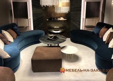 синий полукруглый диван