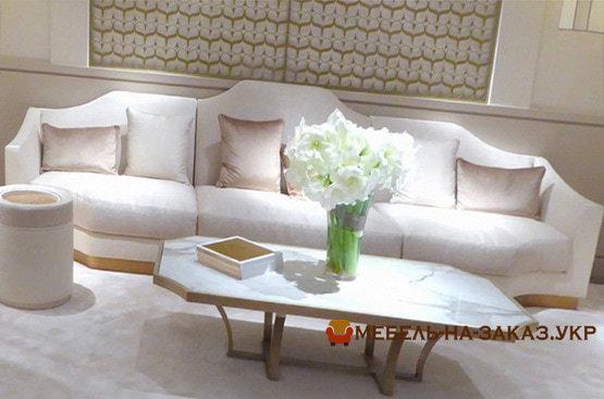 белый диван со столом журнальным