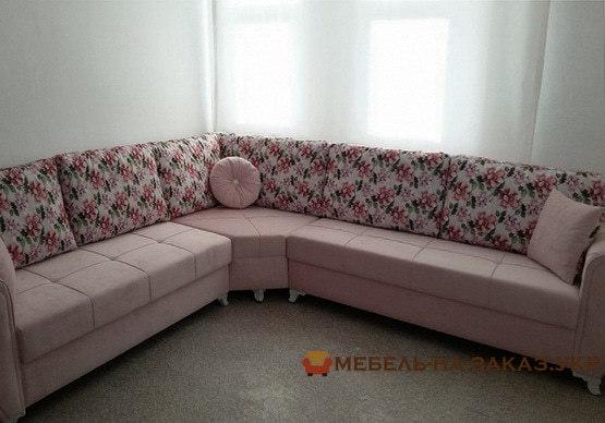 мягкая мебель с цветаи