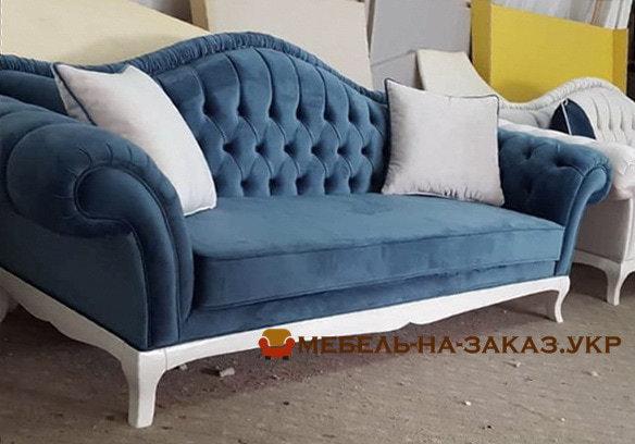 синий честер с белой подушкой