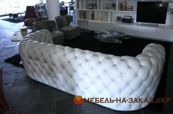 белый заказной диван с перетяжкой каретной на заказ БУча
