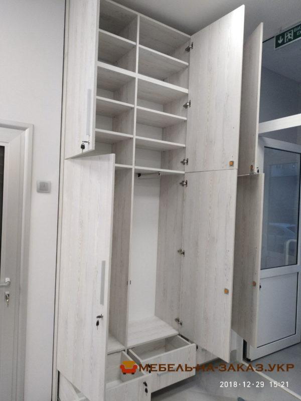 распашной шкаф офисный