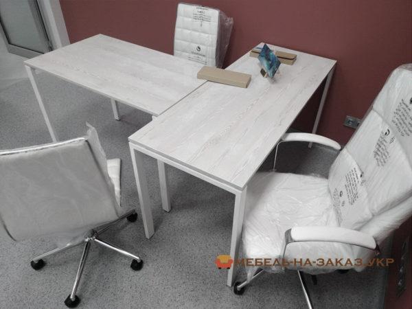 стол для менеджера с металлической базой