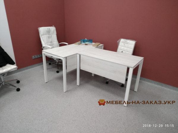 стол руководителя с металлической базой