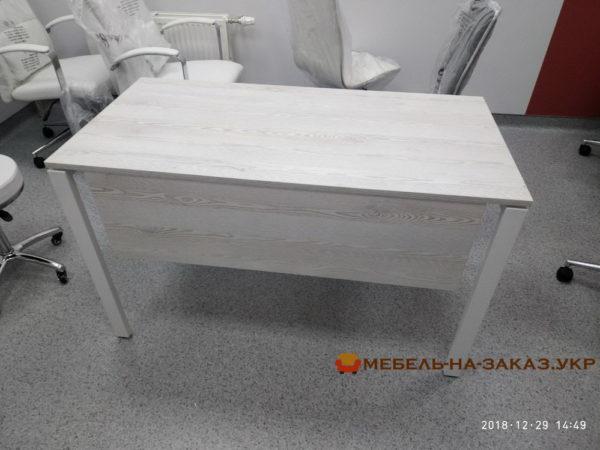 прямой стол с металлической базой