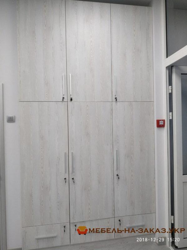 большой офисный шкаф