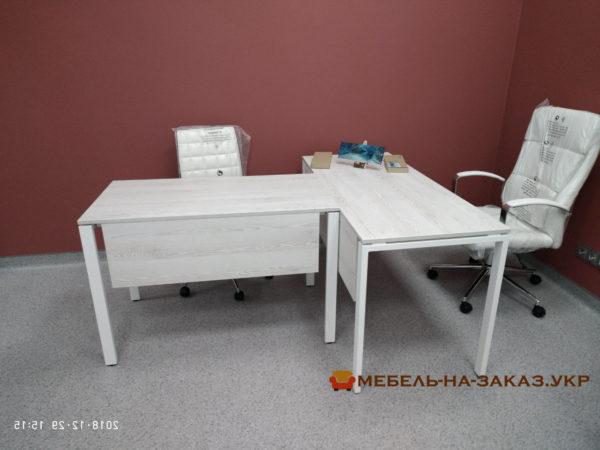 т образный стол с металлической базой