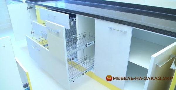 выдвижные ящики кухни параллельной