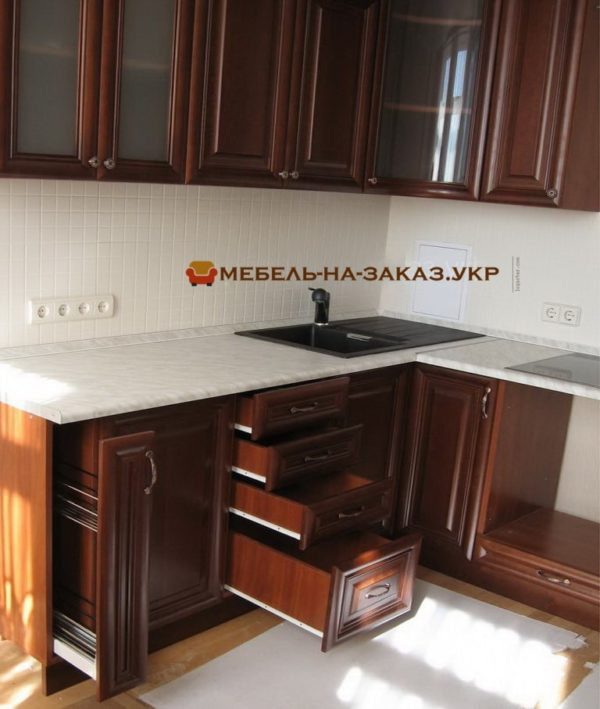 Классическая мебель в кухню под заказ м. Минская