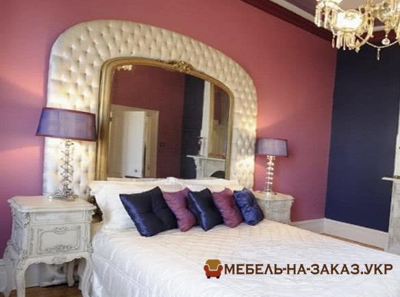 кровать с мягким зеркальным изголовьем