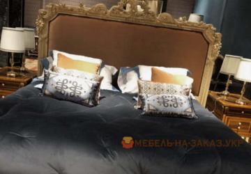 заказная кровать с подушками