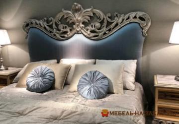 кровать с резной спинкой