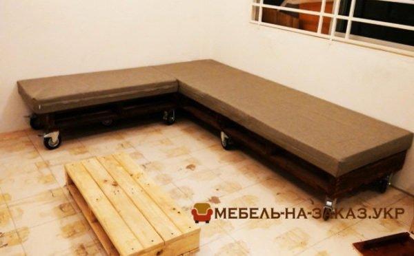 Угловой диван из паллет Буча