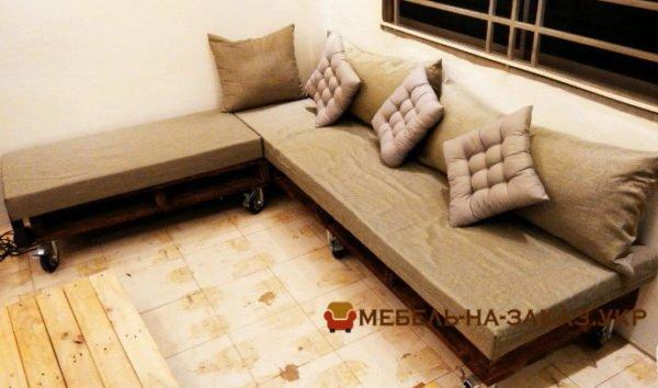 угловой диван из поддонов на заказ в кухню