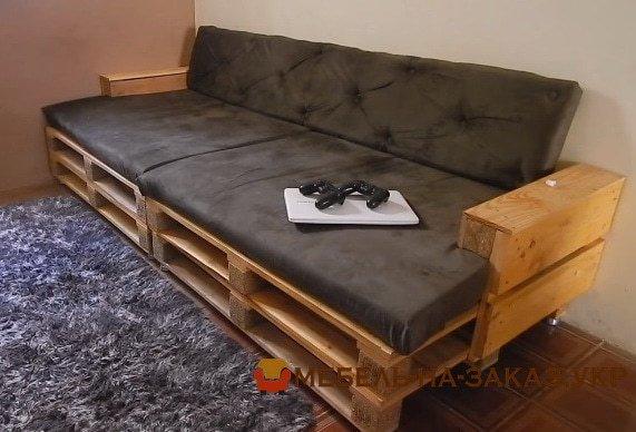 прямой диван из деревянных поддонов Вишневое