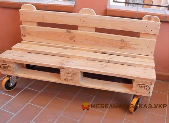 скамейка из деревянных паллет