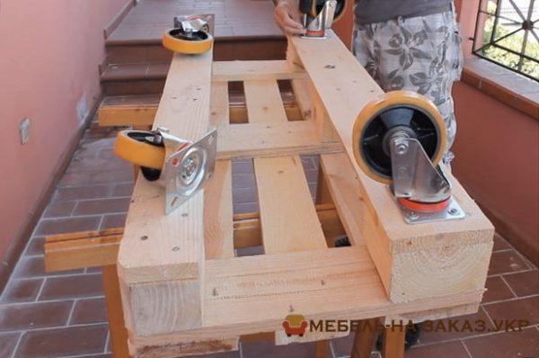 скамейка из деревянных паллет под заказ