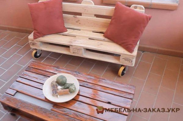 изготовление скамейки из поддонов с мягкими подушками