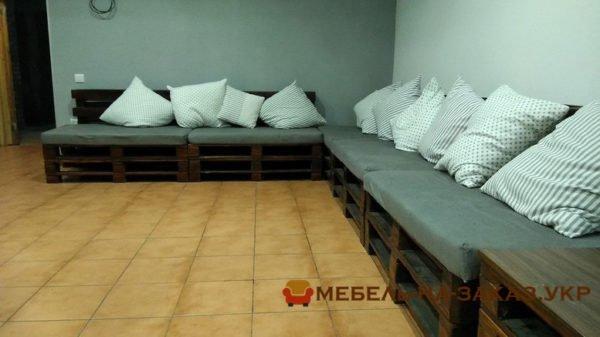 угловой диван и тумба из деревянных поддонов Киев на заказ