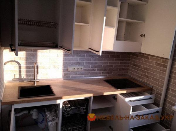верхние секции маленькой встроенной кухни на заказ