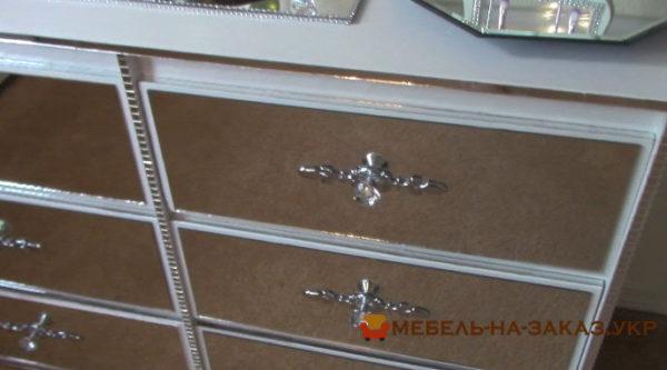 как клеить зеркала на мебель