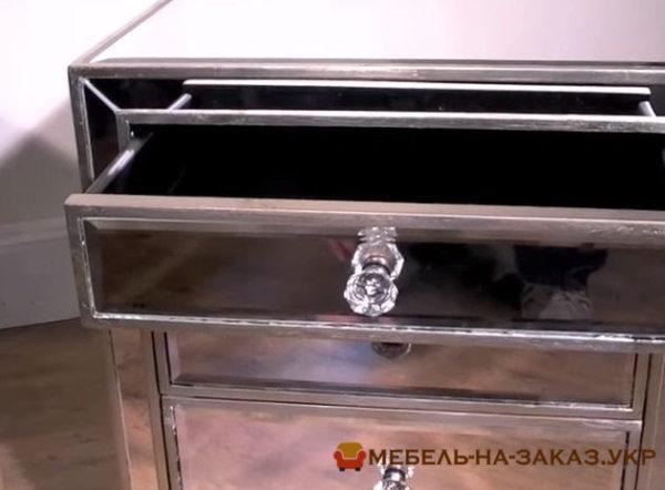 зеркальная мебель для дома Чака