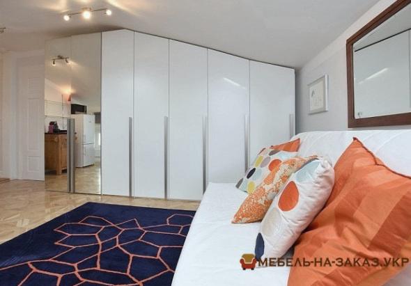 стол и шкаф в спальню на заказ в Киеве