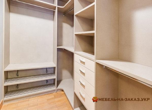 меблировать гардеробную комнату на заказ в Киеве