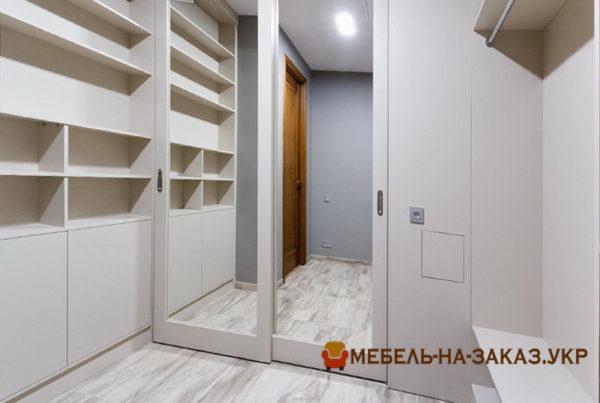 меблировать гардеробную комнату