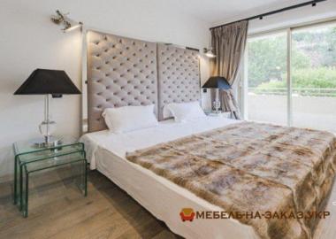 кровать с пуфиком в классическом стиле на заказ