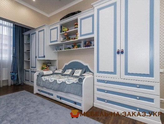 шкаф из дерева в спальню в детскую на заказ