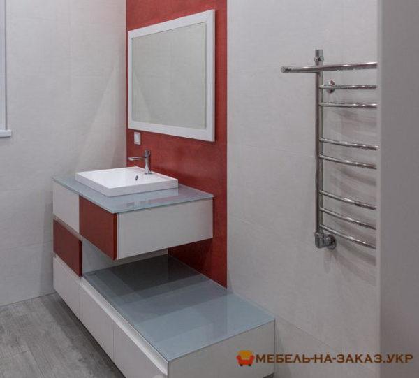 красно белая тумба в ванную
