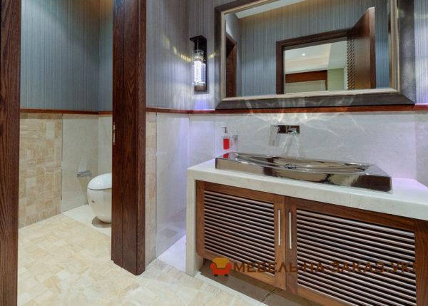 тумба в ванную с деревянными фасадами