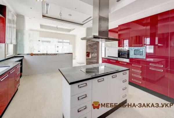 Кухня красного цвета на заказ