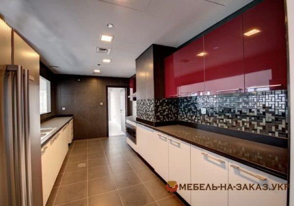 кухня параллельная красного цвета