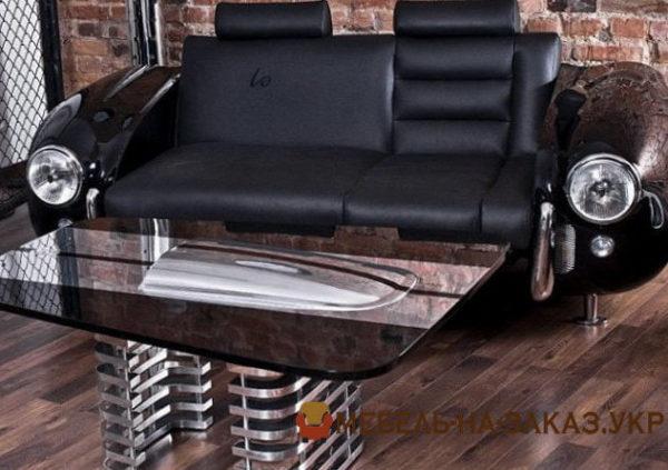 диван в гараже из автомобиля