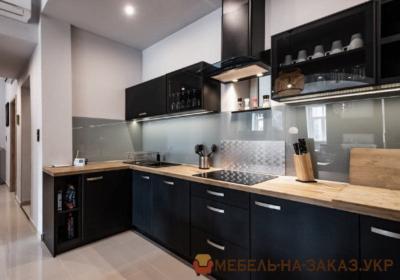 современная кухня черного цвета