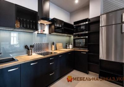 заказная кухонная мебель черноо цвета