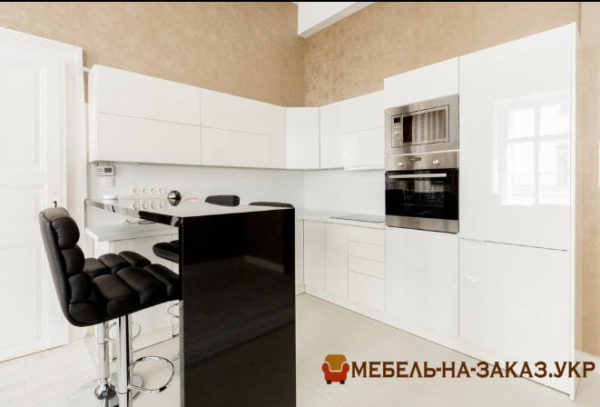 заказная белая кухонная мебель с островом под заказ