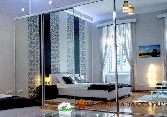 трехдверный шкаф в спальню на заказ Вишневое