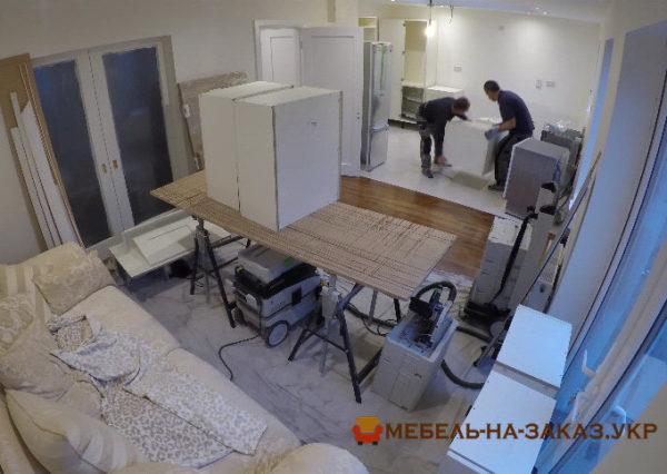 сборка и установка кухни с островом под заказ