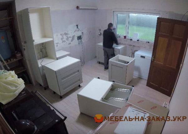 сборка кухни с островом Вишневое