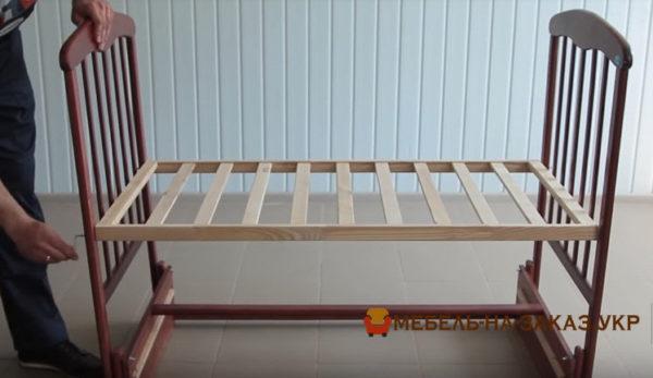 сборка детской кроватки с маятником Борисполь