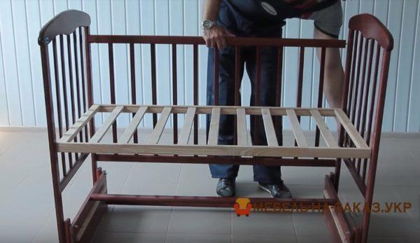 сборка детской кроватки с маятником Бышев