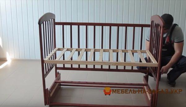 сборка детской кроватки с маятником Новые Петровцы