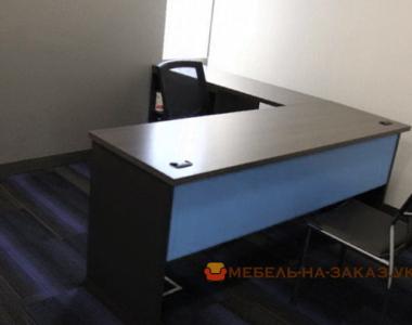 синий офисный стол