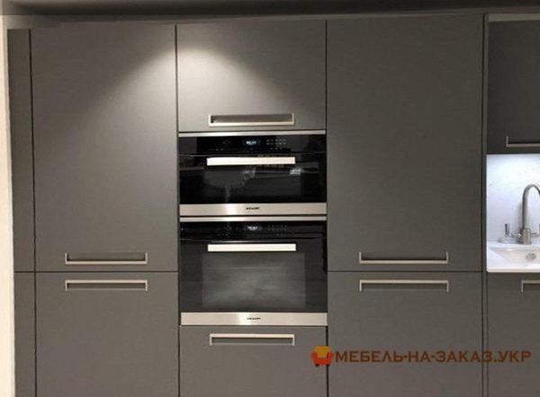 большой серый шкаф в кухню