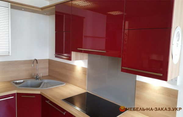 заказная красная кухня