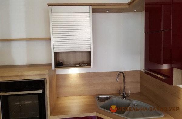 кухонная мебель красного цвета