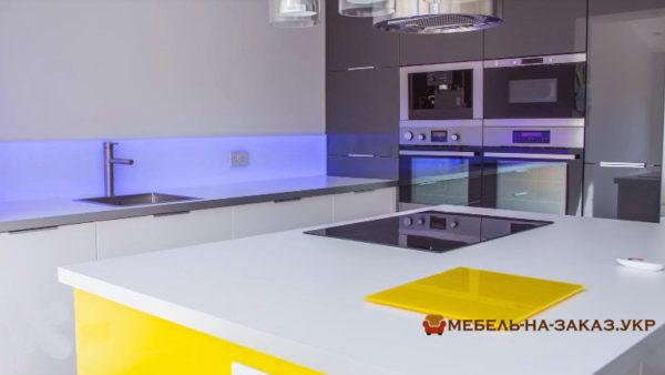 подсветка фартуга на кухне